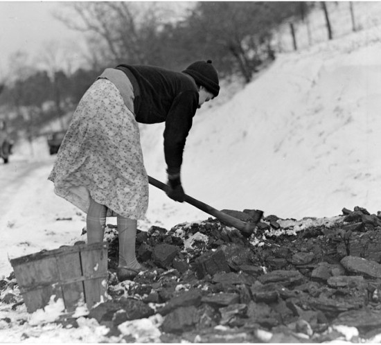 20130410230514_woman gathering coal, march 1937.jpg